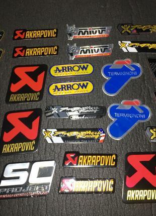 Наклейка металлическая шильдик Akrapovic arrow SC PROJECT 2 брата