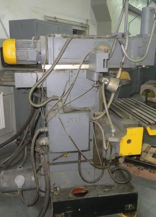 Фрезерный широкоуниверсальный станок 6720ВФ2