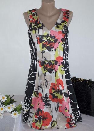 Брендовое разноцветное нарядное миди платье с вырезом на спине...