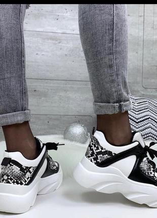 Крутые кроссовки чёрно-белые