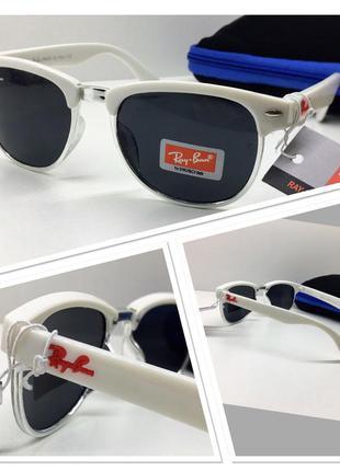 Стильные детские солнцезащитные очки