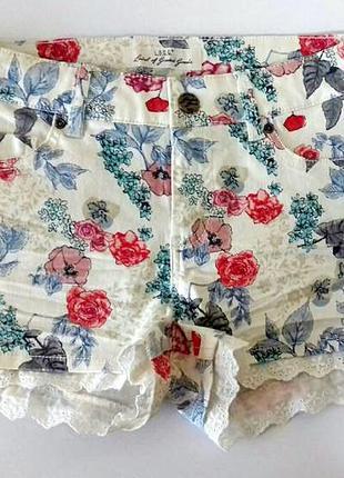 Крутые коттоновые стрейчевые шорты в цветочный принт с кружево...