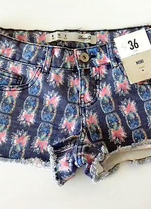 Крутые джинсовые стрейчевые шорты в ананасовый принт фирмы den...
