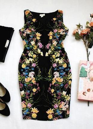 Очень красивое платье по фигуре с зеркальным цветочным принтом...