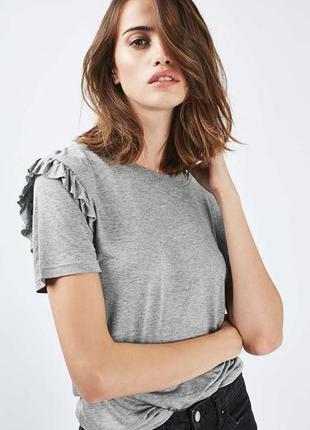 Очень милая  футболочка с воланчиком фирмы topshop