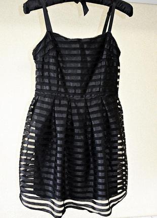 Очень красивое платье с пышной юбкой, ткань в прозрачную полос...