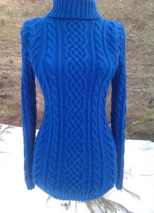 Вязаный переплетениями и косами синий свитер. Ручная работа спица