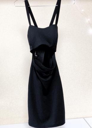 Очень крутое декольтированное платье-футляр