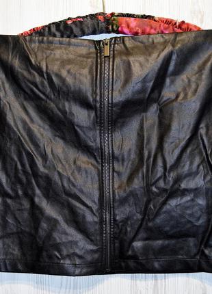 Очень классная юбочка спереди из эко-кожи бренд mango оригинал