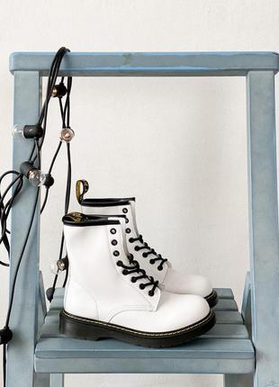 Ботинки мартинсы белые