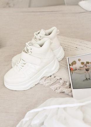 Ботинки белые на липучках