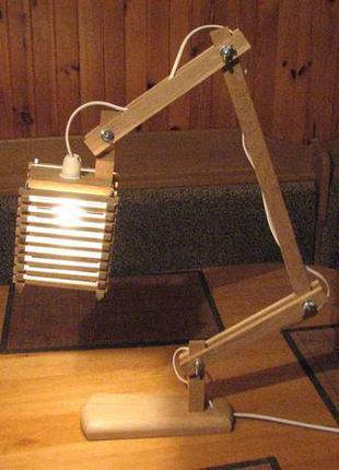 Деревянная настольная лампа трансформер.
