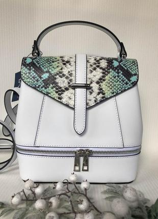 Кожаная сумка-рюкзак с модным принтом беленькая