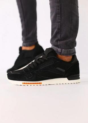 Мужские черные замшевые кроссовки с черными кожаными вставками...