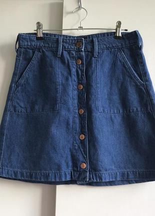 Трендовая джинсовая юбка на заклёпках