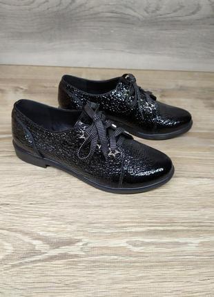 Лакові туфлі жіночі 37 розміру в наявності /лаковые туфли