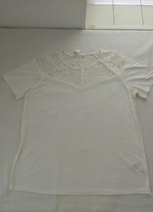 Нежная белая футболка с кружевными вставками h&m