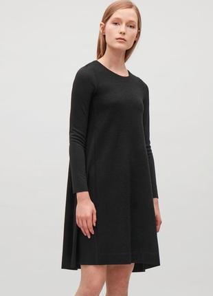 Теплое  трикотажное платье  cos