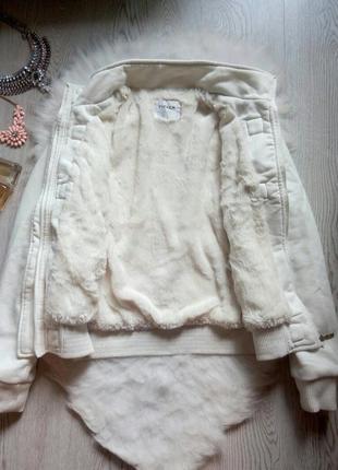 Белая теплая куртка деми зимняя с густым мехом капюшоном пайта...