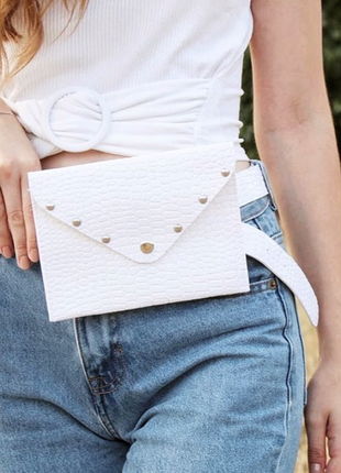 Женская сумка на пояс белый крокодил, поясная сумка клатч