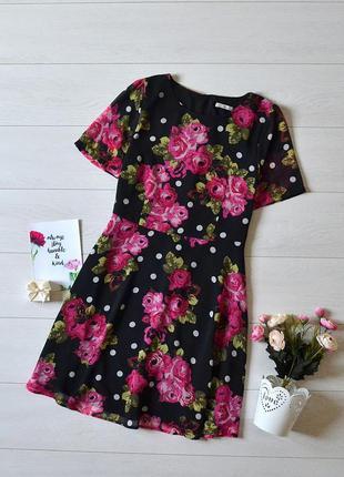 Чудове плаття в квіти tu