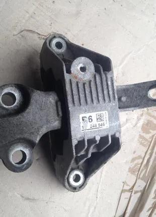Подушка крепление двигателя коробки 13248546 Opel Astra J 1.7