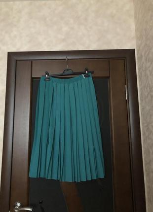 Очень красивая юбка плиссе миди зелёная, изумруд от c&a р-р 52-54