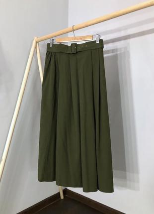 Расклешенная юбка миди с плясом цвета хаки