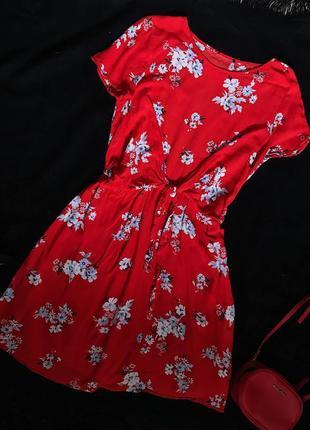Красивое красное трендовое платье в цветочный принт