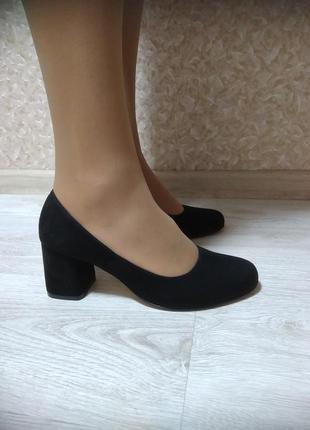 Классические черный туфли из натурального велюра 2020