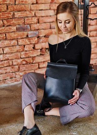 Кожаный молодежный сумка-рюкзак черного цвета k44240