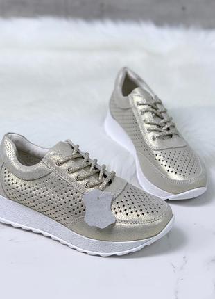 Золотистые кроссовки из натуральной кожи с перфорацией