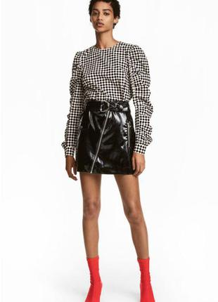 Тренд виниловая юбка