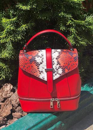 Кожаная сумка-рюкзак с модным принтом  красная