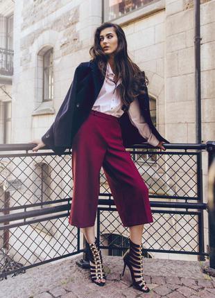 Бордовые кюлоты asos, классические укороченные брюки широкие