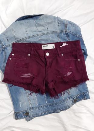 Короткие шорты с необработаным низом