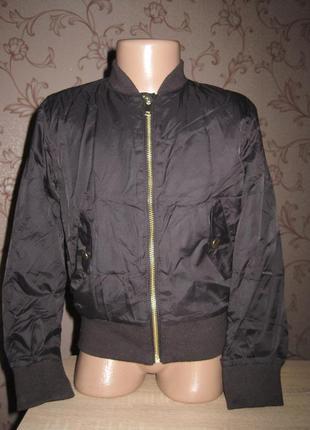 Куртка- ветровка для девочки. на рост 122 см. с. в хорошем сос...