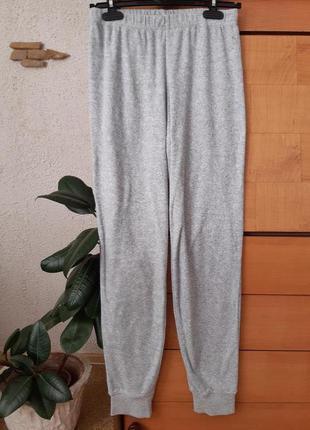 Серые махровые штаны- идеальный вариант для дома,