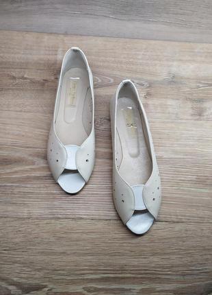 Кожаные босоножки / открытые туфли 36,37р