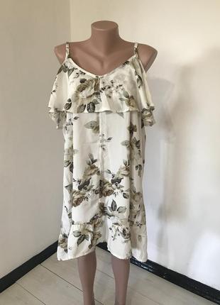 Легкое платье на бретелях с воланом большого размера