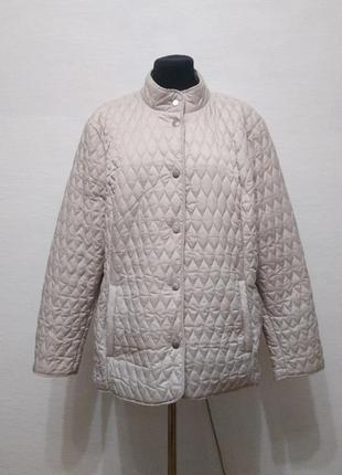 Стильная элегантная стеганная куртка цвета беж большого размера