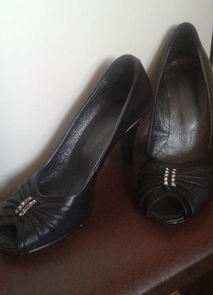 Женские туфли натуральная кожа.