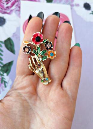 Элегантная брошь рука с букетом/цветы/золотой/разноцветный/нов...