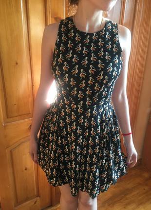 Шикарное платье с пеликанами птицами чёрное стильное по фигуре