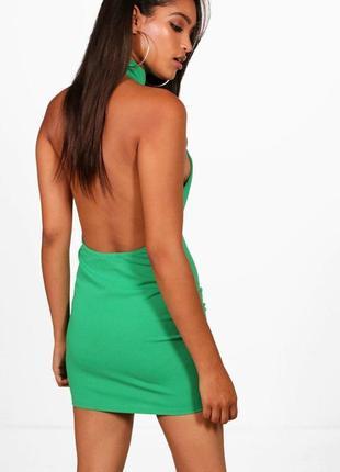 Красивое вечернее платье с открытой спиной boohoo