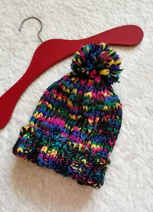 Шапка грубой  вязки с помпоном из разноцветной нити avant premier