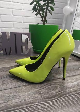 Шикарные яркие туфли лодочки