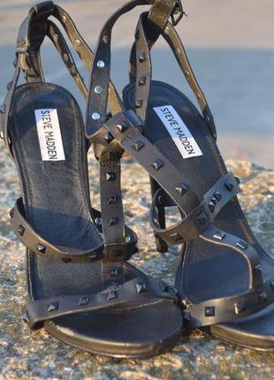 Черные элегантные босоножки  на каблуке steve madden