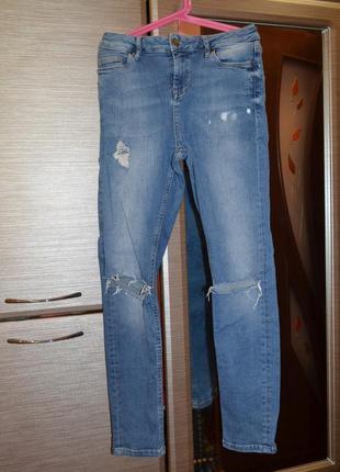 Рваные  очаровательные джинсы для девочки