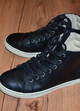 Продам кеды кроссовки ugg оригинал - 37 размер кожа